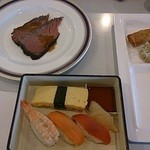 37642387 - 黒毛和牛(栃木産)のローストビーフと握りたてのお寿司