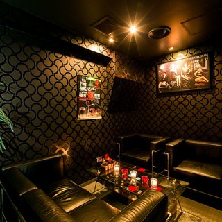 着席34名貸切可能!お洒落な広々空間、個室もございます。