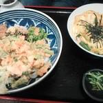 37644884 - えびぶっかけ(910円) 玉子丼(700円)