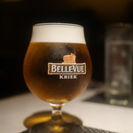 オステリア ブッビーノ - ビールはベルビークリークのグラスで