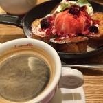 フラッグスカフェ&ダイニング - あつあつのフライパンでフレンチトースト