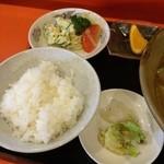 喜久龍 - 定食にはオレンジも付いてる