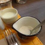 37649786 - ミルク&シュガー
