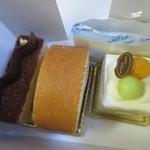 ペストリーブティック - この日はどんたくに参加した後でやや身体が疲れてたのか甘い物が食べたかったんで並んだ商品の中からケーキを3点購入しました。