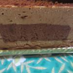 ペストリーブティック - ミルクチョコとビターチョコの2つのチョコレートを使った柔らかい口あたりのケーキです。