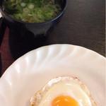 スラローム - 半熟目玉焼きと味噌汁