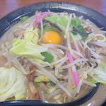 明日香 - チャンポン690円+生卵50円。 野菜の量は365g。