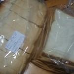 37656135 - パンドミーと食パンです。フレッシュバター使用でイーストフード不使用。byarumona