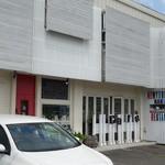 トゥルース - 駐車場は店の前に数台