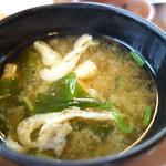 すき家 - 鮭朝食(¥390税込み)のみそ汁