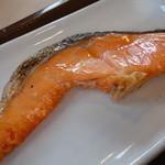 すき家 - 鮭朝食(¥390税込み)の鮭