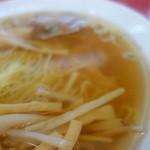 東堀石門子 - 魚介系がメインのスープ。鶏がらの旨味も感じる淡麗系~