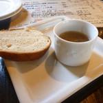 バール aBuku - パスタランチのセットのパンとスープ