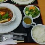 安達太良サービスエリア(上り線) レストラン・スナックコーナー - 酵母牛の煮込みハンバーグ春野菜のせ