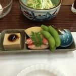 旅館 清兵衛 - 湯葉入りのサラダと前菜です