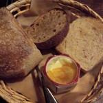 37668024 - 自家製パン3種、自家製マーマレードとバター