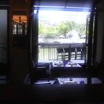 スミレオオサカ - 窓からの眺め
