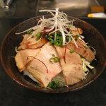 旬彩 伍合 - 自家製チャーシュー丼。