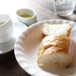 マーレマーレ - 2014年4月 パスタランチのパンとスープ