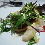 マスドラヴァンド - フォアグラのポアレにしらこ筍、春菊のソース