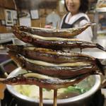 湯どうふごん兵衛 - きびなごの串焼き。 あっさりしていて美味しいです。