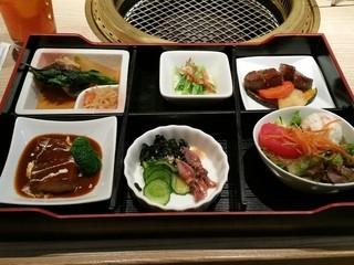 肉の割烹 田村 大通BISSE店 - 月替わりシェフのおすすめ御膳(1950円)です。