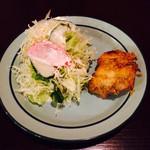 ポカラダイニング - サラダとタンドリーチキン (セット)