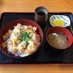 レストランふれあいの丘 - 紀州うめどり親子丼(味噌汁付き)800円