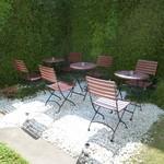 サロン ド テ エム エス アッシュ - お天気が良ければこちらのお庭の席が気持ちが良さそうです。