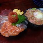 37684316 - 海鮮丼とねぎとろ丼。自分は半熟卵ののったねぎとろ丼の方がおすすめ