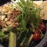 土佐炉ばた 八金 - 豆腐と湯葉のサラダ