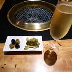 肉料理とワイン YUZAN 南船場 - スパークリング、つきだし