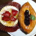 danish×danish baked by BURDIGALA - フィユ・ポンム280円とダノワーズ・ミルフィーユ250円