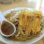 あさひ楼 - 2015年5月5日(火・祝) ラーメン(普通盛)580円 麺リフト