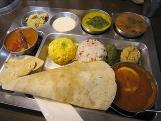 南インド家庭料理 カルナータカー - Aランチと、レモンラッサム(右端のカトリ)