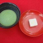 金閣寺不動釜茶所 - お抹茶と、金閣寺の和菓子