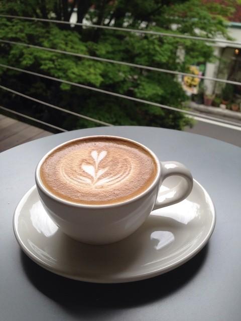 ブルーボトルコーヒー 青山カフェ - 緑がイッパイで、癒やされます^ ^