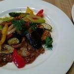 ビストロ&カフェ 六朝館 - メインの豚肉と夏野菜のピリ辛炒め