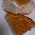 プリンスパン工房 - 料理写真:ダッチチーズパン   切った物