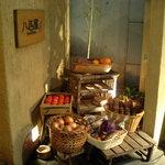 Genki-Dining 八百屋 - 野菜が飾られています