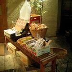 Genki-Dining 八百屋 - 野菜が飾られています(みかんを1個いただきました)