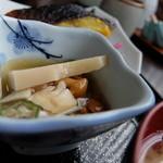 魚平食堂 - 本日の小鉢