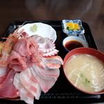 魚平食堂 - 海鮮丼 ¥1600