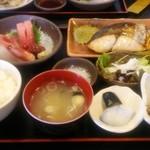 めのじや - Aセット1 焼魚[さわら]と刺身 1,400円♪