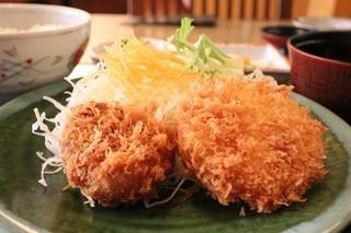 千石 - 特選ヒレかつとカニクリームコロッケ定食 850円。