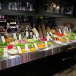 37707208 - 新鮮野菜が並ぶ農園サラダバー