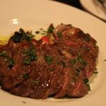 ピッコロ ヴァーゾ - 牛ロースのステーキも軽く4人分くらいはある・・・