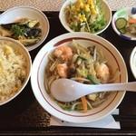 真風 - 本日のランチ! 海老とキノコの春雨煮、揚げ茄子の香味ソース! 百円プラスで白飯を炒飯に♪ 優しいお味!美味〜♪