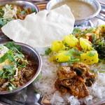 スパイス・ツリー - 料理写真:マトンと挽肉とネパール山椒、ラムと青唐辛子、ナスのマスタードピクルス、菜花のマスタードオイル炒め