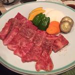 治平 - 上セットの焼野菜・ロース・カルビ・ハラミ